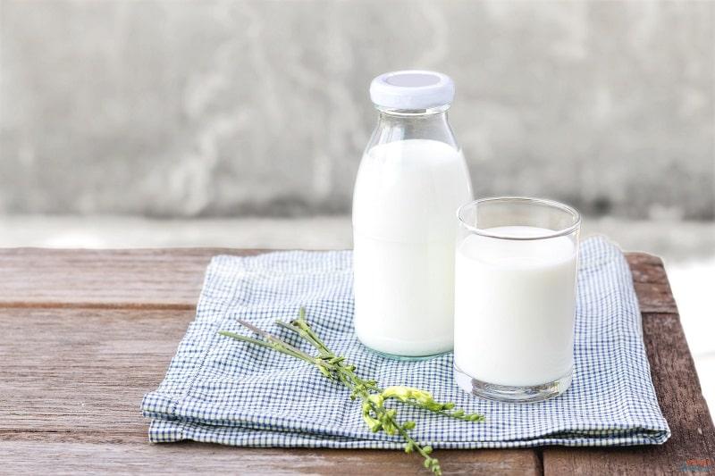 Sữa tươi là cách trị bọng mắt tại nhà hiệu quả mà tiết kiệm nhất