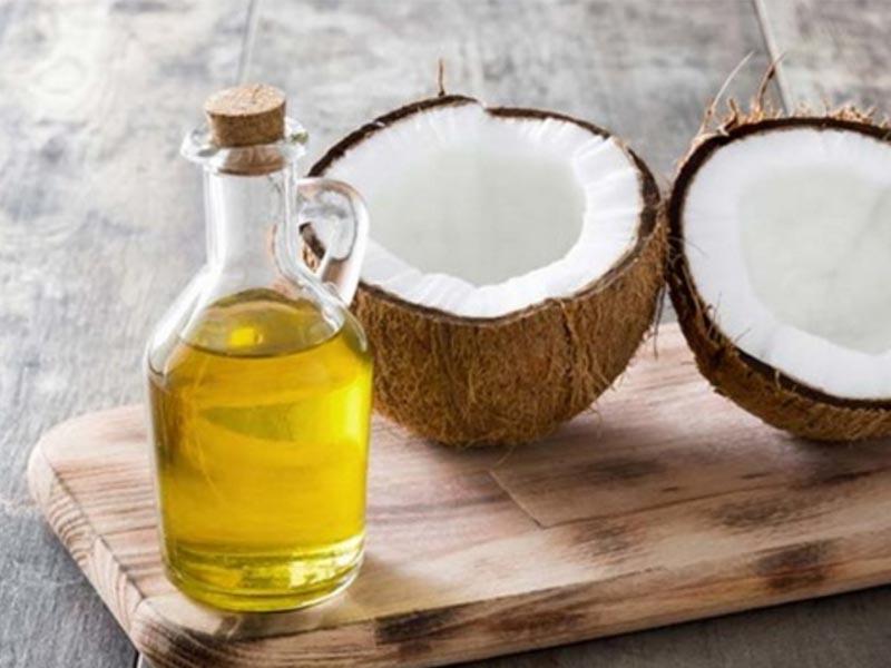Sử dụng dầu dừa giúp làm sạch da, bỏ bã nhờn, trị nám và tàn nhang