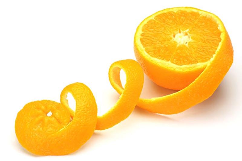 Các tinh chất từ vỏ cam sẽ thấm sâu vào da để đánh bay quầng thâm nhanh chóng