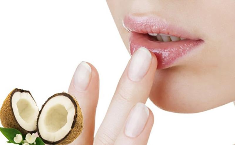 Dầu dừa là nguyên liệu dưỡng môi, trị thâm đã quá quen thuộc