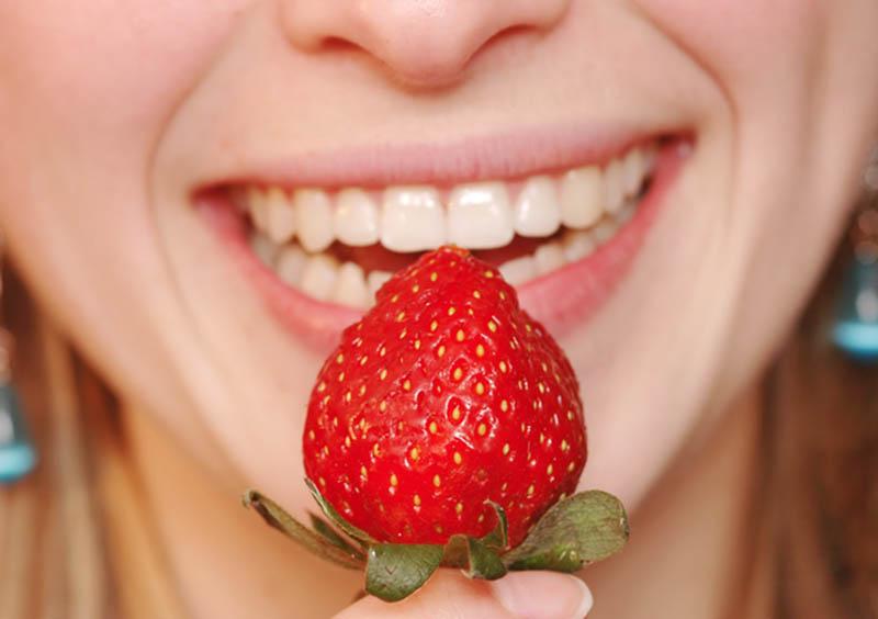 Dâu và những trái cây họ dâu là nguồn dưỡng chất tuyệt với nuôi dưỡng đôi môi