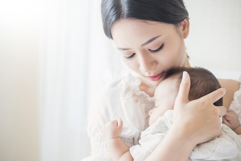 Hành trình chữa viêm amidan cho con của mẹ đơn thân Trần Mai Hoa gặp nhiều khó khăn