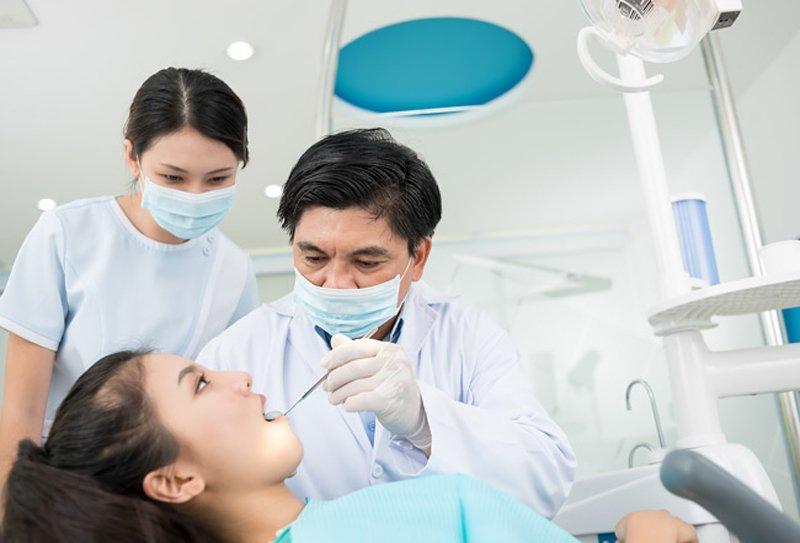 Các nha sĩ sẽ phát hiện chính xác nguyên nhân làm cho miệng bạn có mùi khó chịu