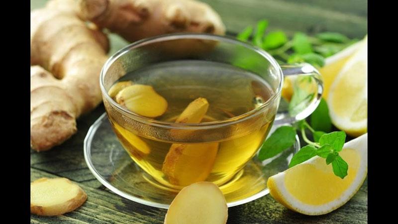 Bạn có thể uống trà gừng để đẩy lùi triệu chứng khó chịu