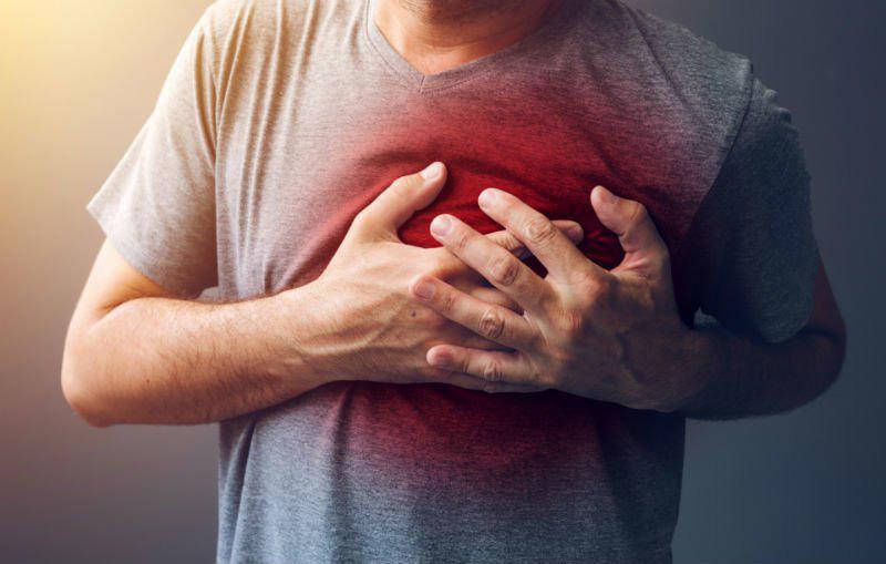 Người bị rối loạn thực quản sẽ gặp phải tình trạng đau ngực trái