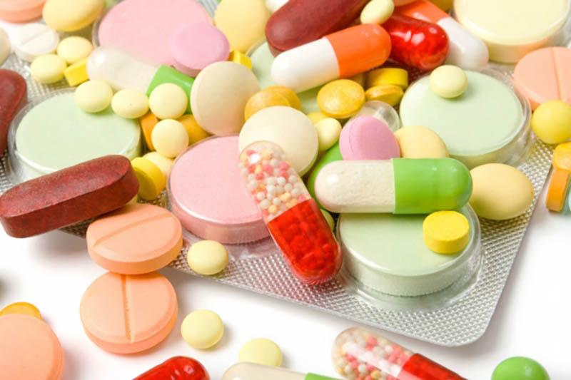 Khi sử dụng thuốc, người bệnh cần theo dõi sức khỏe trong thời gian dài