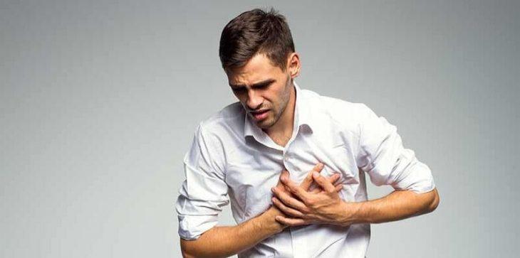 Đau tức ngực phải có thể cảnh báo bạn bị chấn thương ở vùng ngực