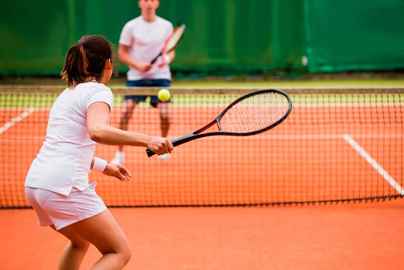 Người bị đau tức ngực do các vấn đề về tim cần hạn chế các môn thể thao nặng, gắng sức