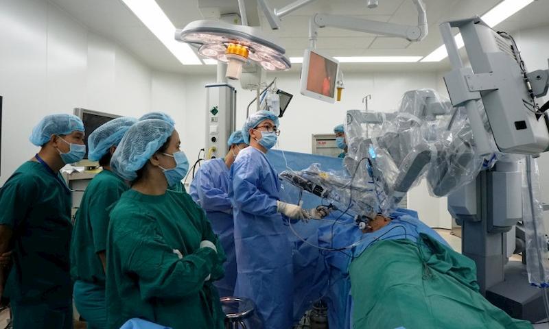 Phương pháp mổ sỏi thận bằng robot có chi phí rất cao và chưa được áp dụng phổ biến ở nước ta