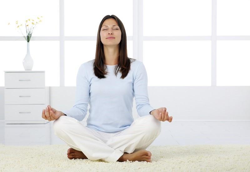 Hít thở sâu sẽ giúp cho lượng không khí tràn vào phổi nhiều hơn, tăng khả năng hô hấp