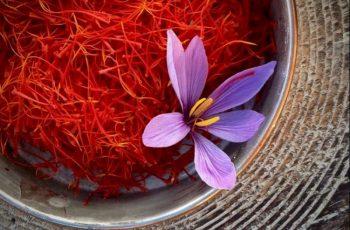 5+ công thức mặt nạ nhụy hoa nghệ tây giúp da trắng sáng mịn màng