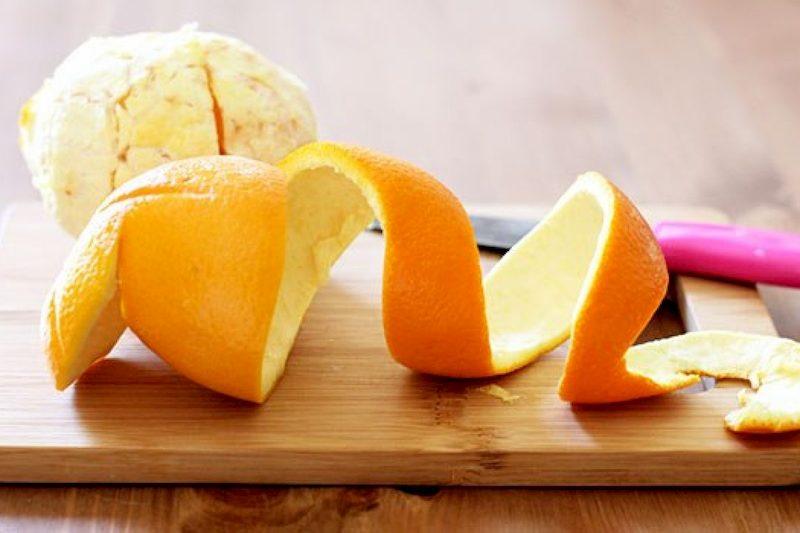 Vỏ cam có tác dụng làm mềm xương giúp nhanh chóng nuốt chúng xuống ruột