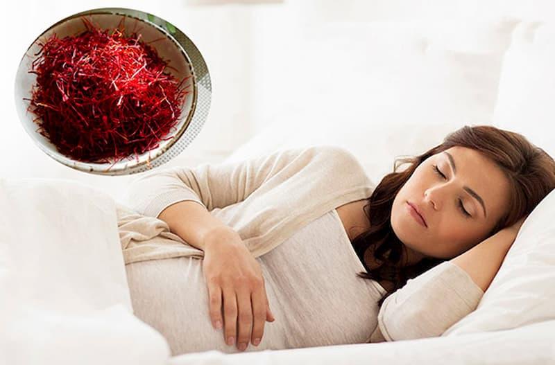 Mẹ bầu không nên sử dụng saffron vào buổi tối, nhất là trước khi đi ngủ