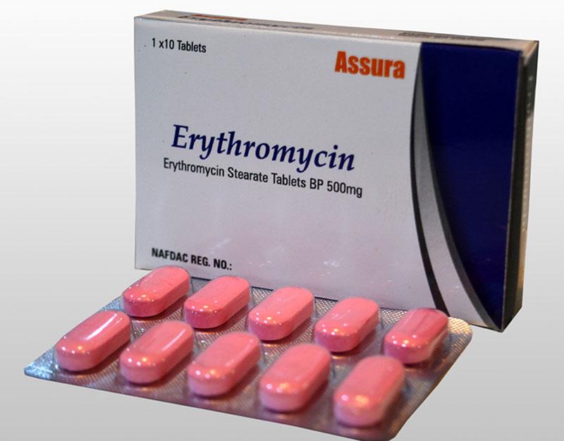 Erythromycin là thuốc không chỉ giúp tiêu diệt vi khuẩn gây viêm lợi mà còn có khả năng làm giảm sưng viêm, xoa dịu cơn đau