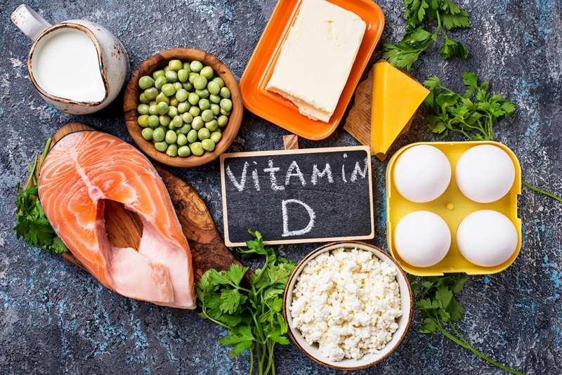 Nên bổ sung thực phẩm chứa vitamin D cho người bị tràn dịch khớp gối