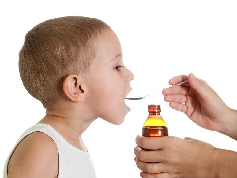 Khi bé bị ho hãy cho bé uống siro ho
