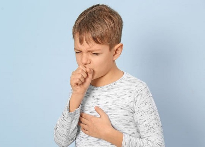 Trẻ ho có đờm sẽ có các triệu chứng ho kéo dài, ho dai dẳng liên tục