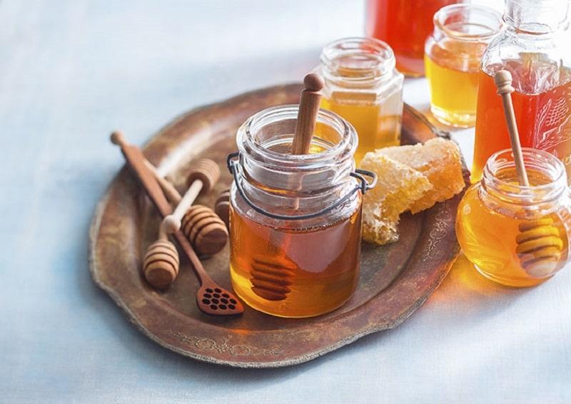 Mật ong có nhiều chất chống oxy hóa để tái tạo làn da mới