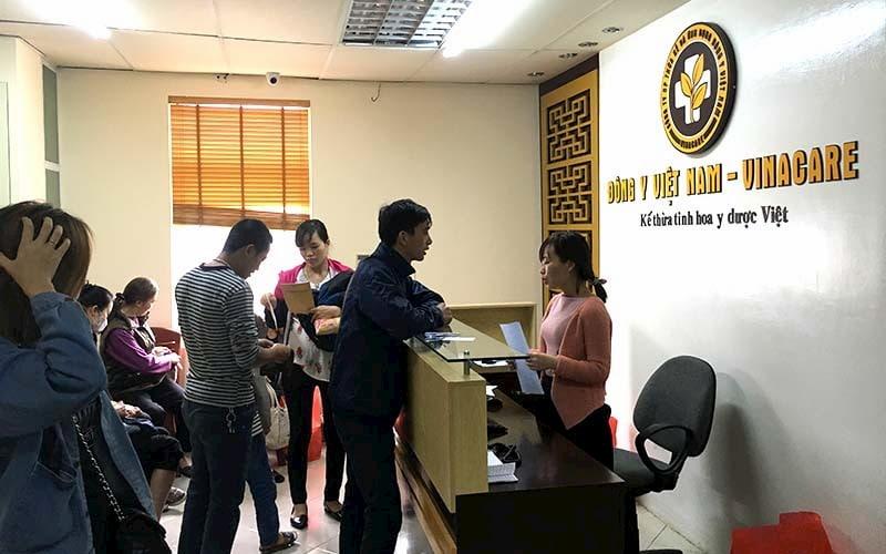 Nghệ sĩ Trần Đức điều trị tại Trung tâm Thừa kế & Ứng dụng Đông y VIệt Nam-tiền thần của Bệnh viện YHCT Xương khớp Quân Dân 102