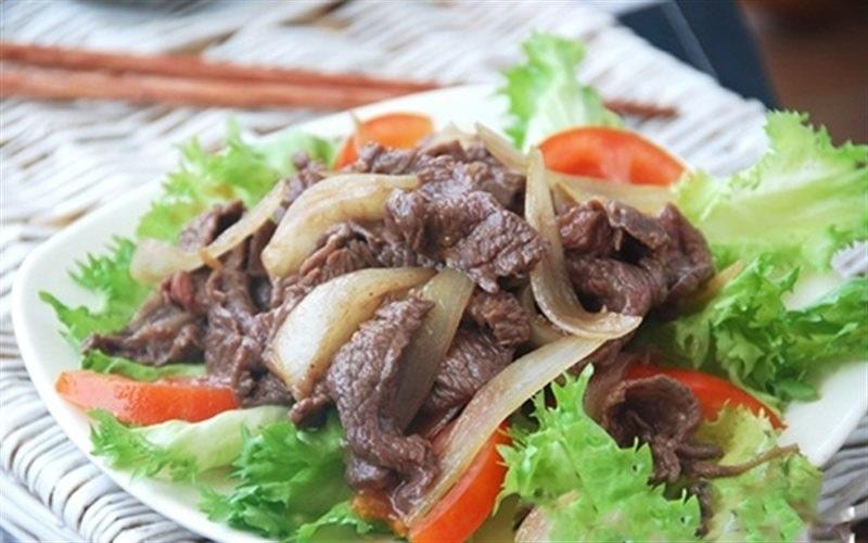Thịt bò xào hành tây là món ăn mang giá trị dinh dưỡng cao