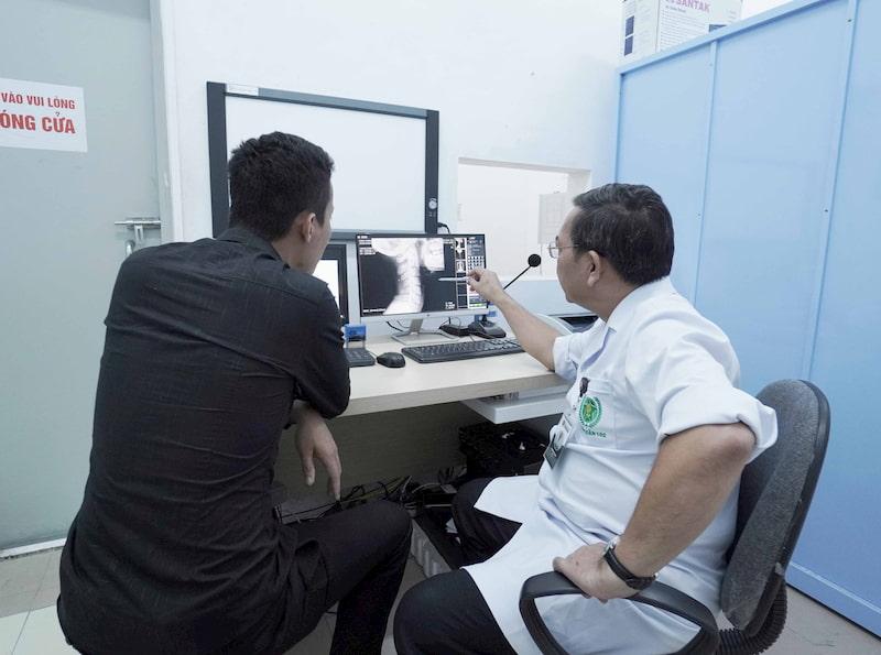 Kết hợp thăm khám Tây y trong quá trình điều trị, đảm bảo tính chính xác và hiệu quả cao