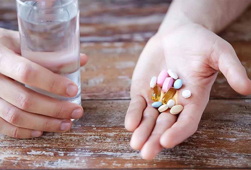 Dùng nhiều thuốc Tây y khiến chị mắc thêm bệnh dạ dày