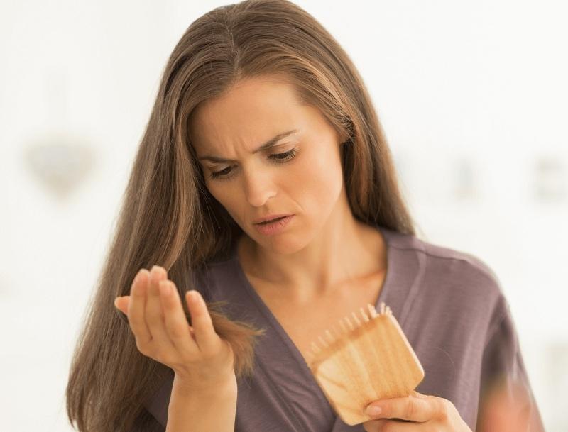 Thói quen dùng hóa chất khiến tóc yếu đi