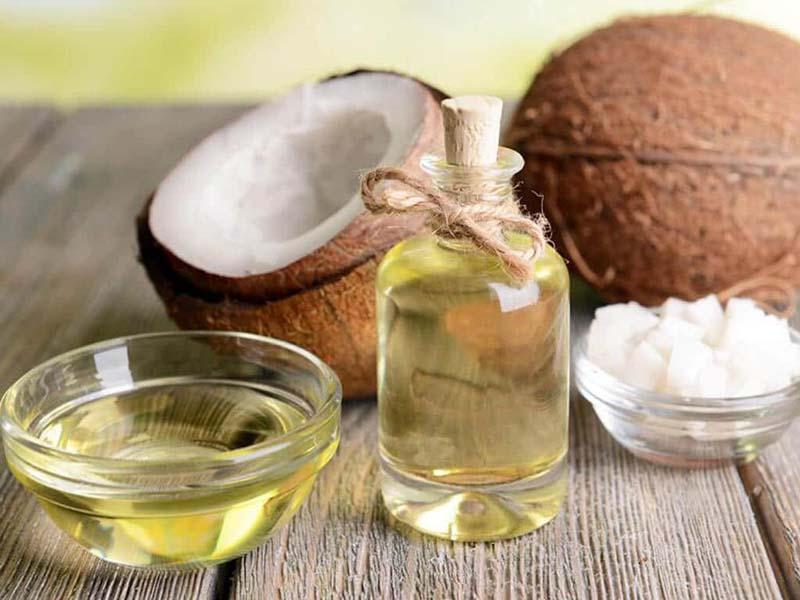 Dầu dừa là nguyên liệu làm đẹp phổ biến và quen thuộc