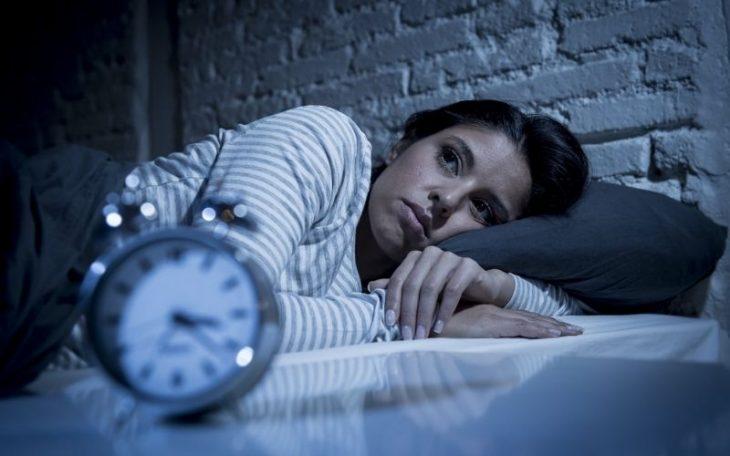 Mất ngủ kinh niên là hiện tượng khó ngủ, ngủ không sâu giấc kéo dài trong thời gian dài