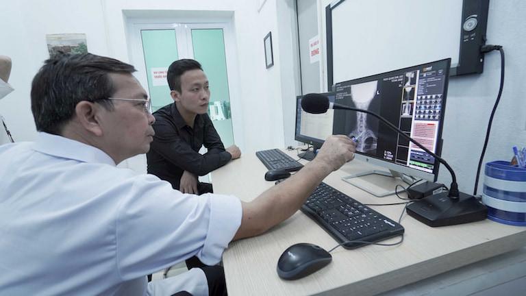 Kết hợp thăm khám Tây y cho hiệu quả chẩn đoán chính xác, hỗ trợ điều trị hiệu quả
