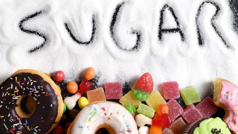 Thực phẩm chứa nhiều đường cần hạn chế xuất hiện trong thực đơn