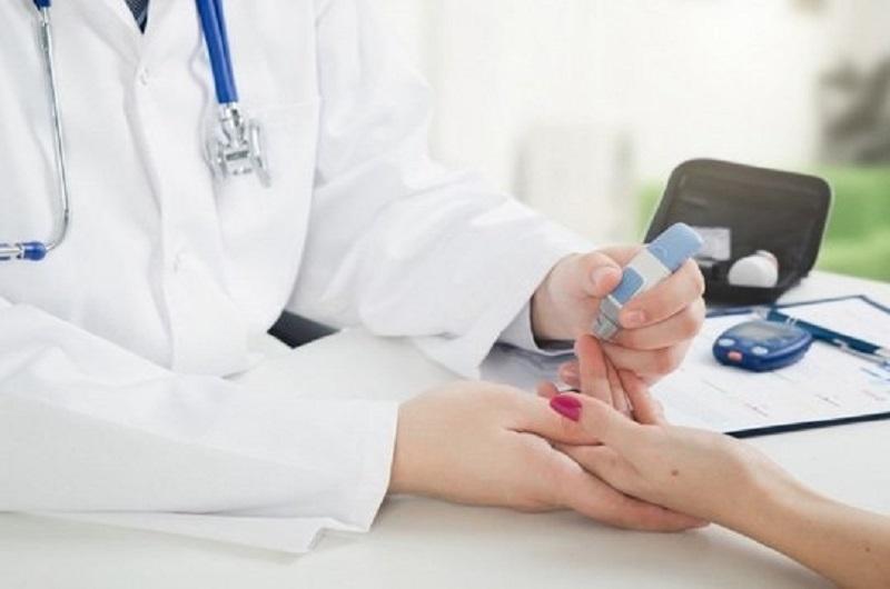 Bệnh tiểu đường bị biến chứng cần phải gặp bác sĩ ngay để điều trị
