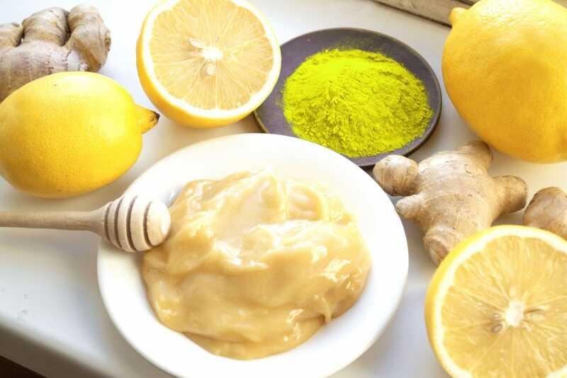Bột nghệ, nước cốt chanh và mật ong là mẹo trị bong gân đơn giản tại nhà