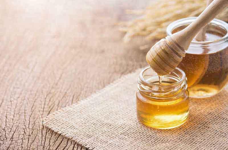 Mật ong kháng khuẩn rất tốt, đặc biệt phù hợp với làn da dầu mụn