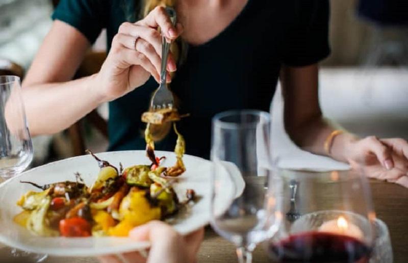 Sau khi ăn cơ thể chúng ta sẽ được bổ sung thêm một lượng đường đáng kể từ thức ăn
