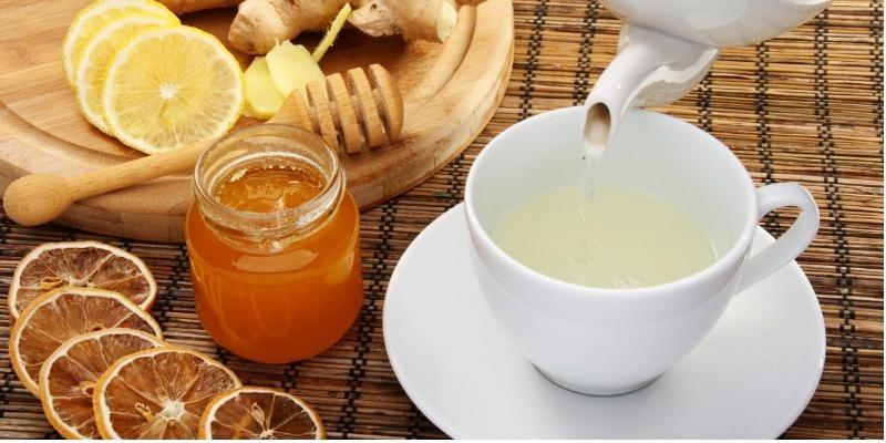 Uống nước mật ong giúp giảm cơn đau hiệu quả