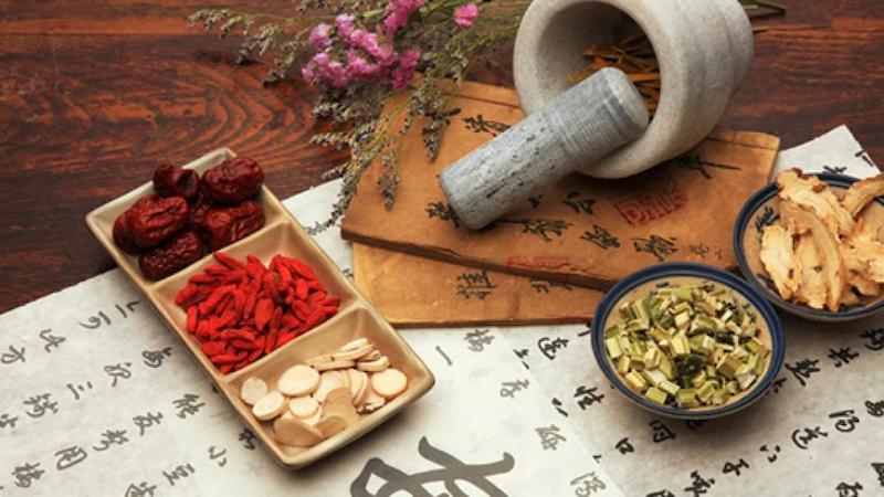 Uống thuốc Đông y cũng là cách trị bệnh hiệu quả