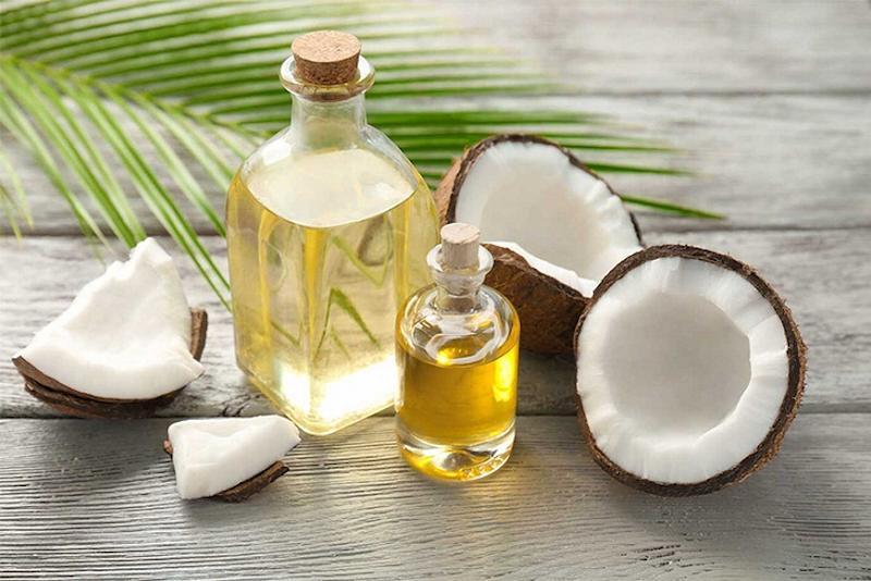 Dầu dừa có tác dụng giảm gãy rụng và nuôi dưỡng tóc bóng mượt hơn