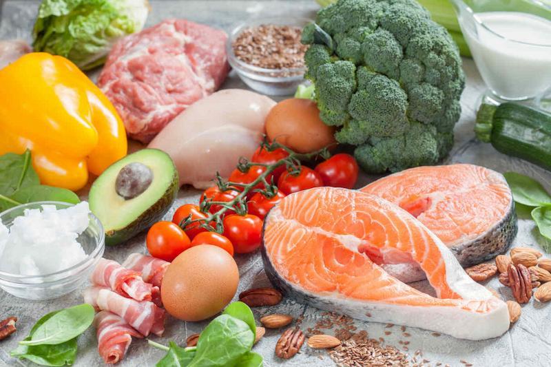 Rau xanh, trái cây, thịt là các loại thực phẩm tốt cho quá trình hồi phục tóc