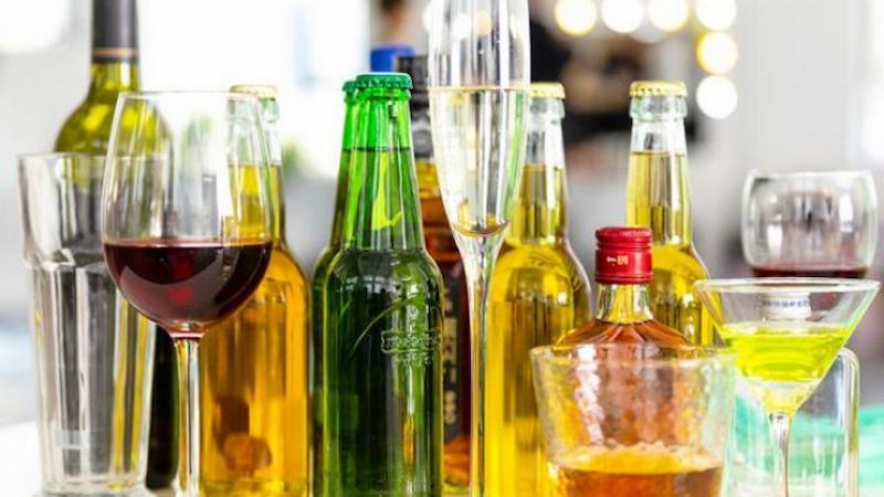 Cần kiêng sử dụng rượu bia và đồ uống có gas khi bị tiêu chảy