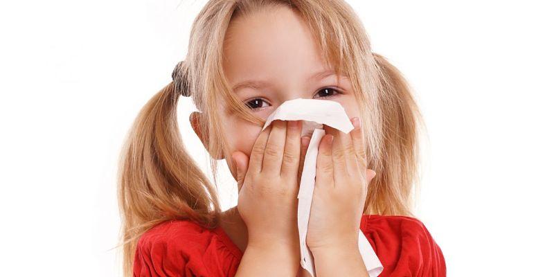 Vi khuẩn xâm nhập vào cơ thể bé gây ra tình trạng ho sổ mũi
