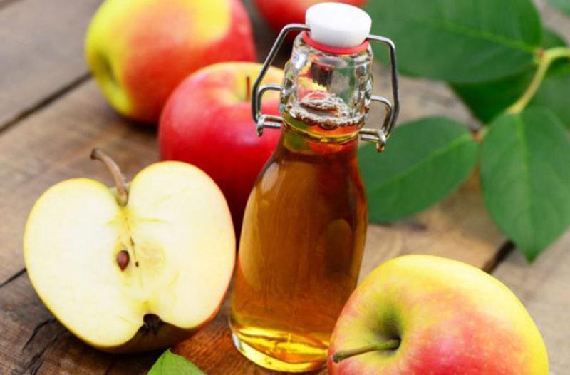 Giấm táo có tính kháng khuẩn và chống viêm nên có thể loại bỏ vi khuẩn, mụn mủ sâu trong lỗ chân lông