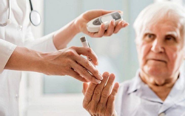 Người bệnh cần đi thăm khám và kiểm tra sức khỏe định định kỳ