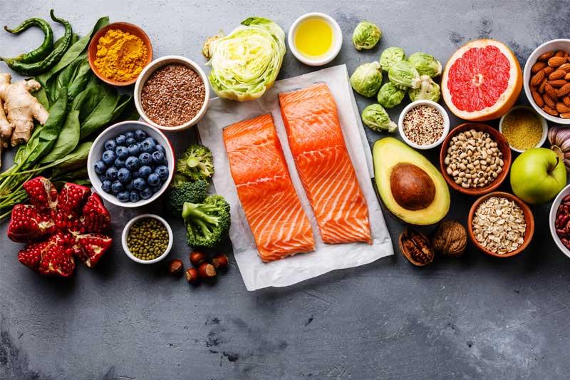 Chế độ ăn uống khoa học sẽ giúp bạn kiểm soát bã nhờn ngăn lỗ chân lông giãn nở