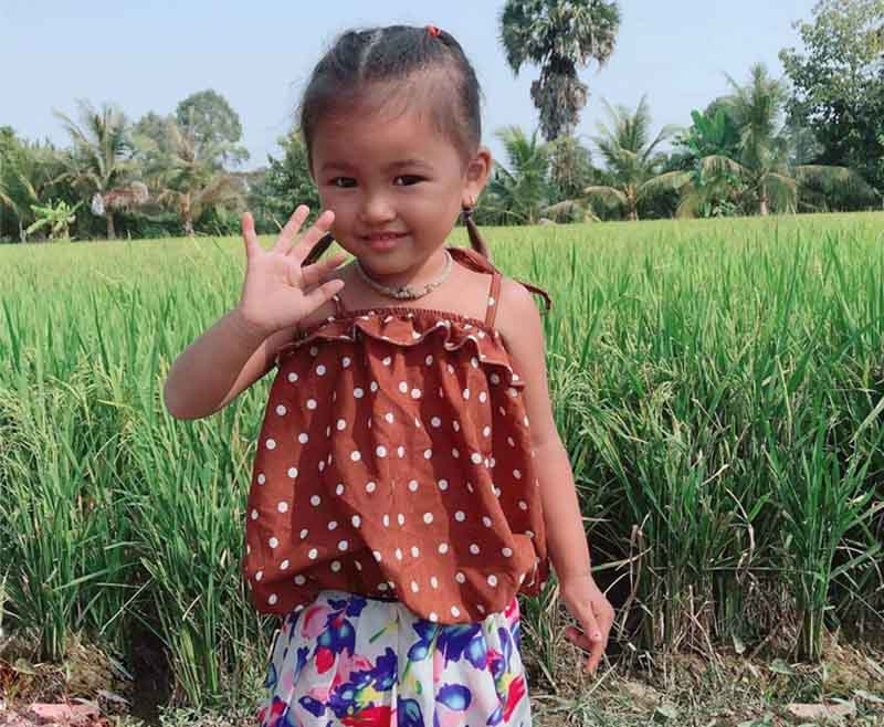 Hình ảnh bé Minh Anh sau khi được chữa khỏi mề đay bằng bài thuốc thảo dược