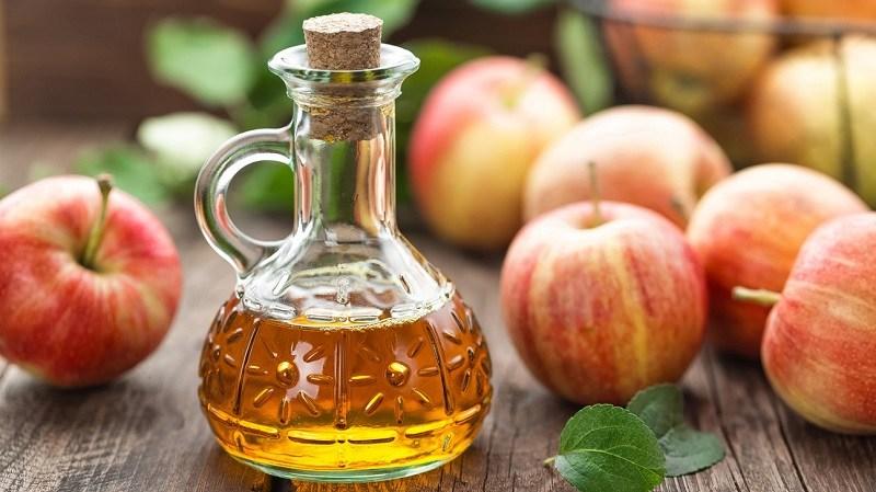 Trong giấm táo có chứa một lượng lớn axit giúp tiêu diệt các nốt sùi