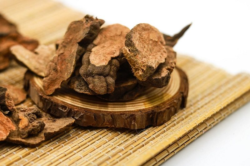 Hà thủ ô khô cũng là nguyên liệu hoàn hảo, rất dễ sử dụng