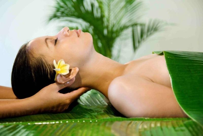 Massage tai không chỉ giúp bạn thư giãn mà còn giúp hết ù tai nhanh chóng