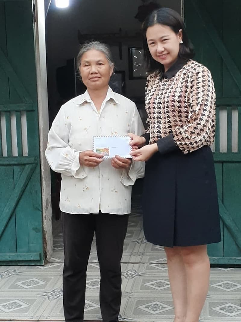 Ban CTXH Tổ hợp y tế cổ truyền biện chứng Quân Dân 102 đến thăm gia đình cô Đỗ Thị Ngoan