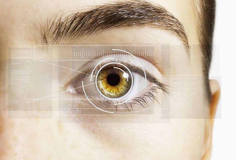 Người bị tiểu đường bị mờ mắt do biến chứng phù hoàng điểm có thể dẫn đến sưng điểm vàng